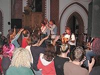 Der Kultur bietet die Kirche gern eine Bühne! Der Gemeinde gefällt's - und manchmal wächst sie dann plötzlich...