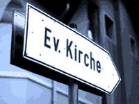 Nicht raus, sondern rein – zur evangelischen Kirche geht's da lang: mitten hinein ins urbane oder ländliche Leben.